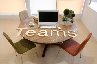 こだわりの丸テーブルで、自分にピッタリの学習プランに沿って学習。カフェのような心地よい空間で、リラックスしながら楽しく学べます。